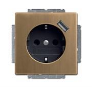 Розетка SCHUKO 16А 250В с защитными шторками, с устройством зарядным USB 700мА, серия Династия, цвет латунь античная