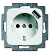 Розетка SCHUKO 16А 250В с защитными шторками, с устройством зарядным USB 700мА, серия Reflex SI, цвет альпийский белый